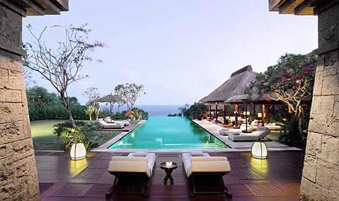 奢华五星级酒店 1.宝格丽 2004年,BVLGARI与美国万豪酒店集团合作在米兰开设了全球第一间宝