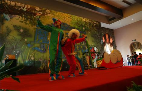 重磅打造了大型童话舞台剧《魔幻森林》,为来到生态城的小朋友们带来