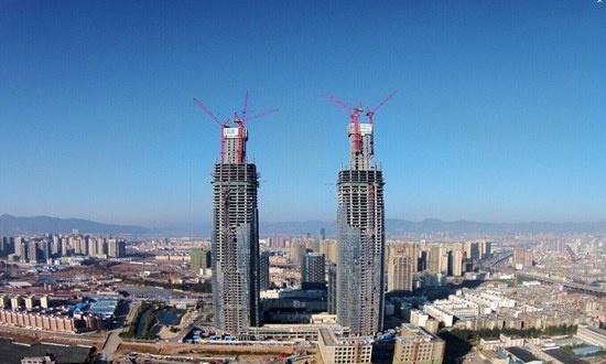 工程结构为型钢混凝土核心筒加外框钢结构,钢柱作为核心受力部分通过