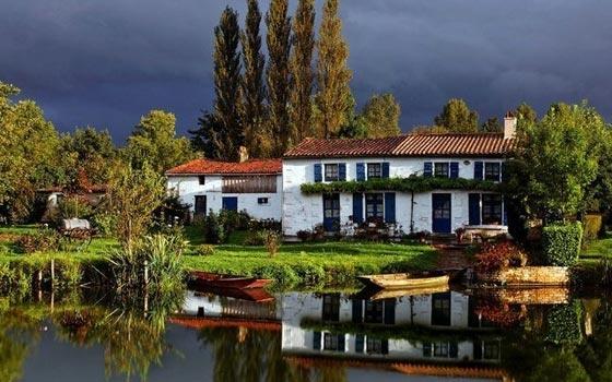 那么,从买房风水来说,什么人最适合买靠水的房子呢?一起来看看吧!