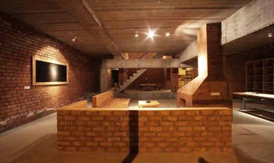 在中国农村盖房子的建筑师