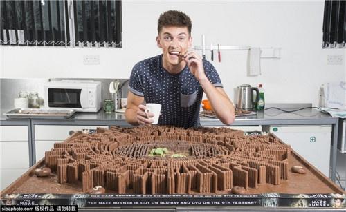 巧克力棒做的《移动迷宫》:小哥能打包回家么