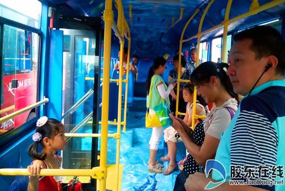 烟台3d手绘公交开放 十米车厢变身流动风景(图)