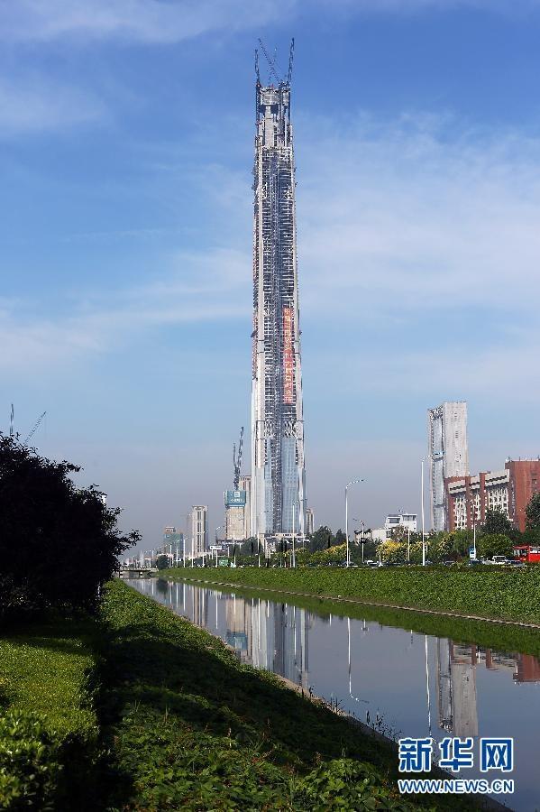 9月8日,117大厦混凝土泵送高度达621米,创造大世界基尼斯之最。