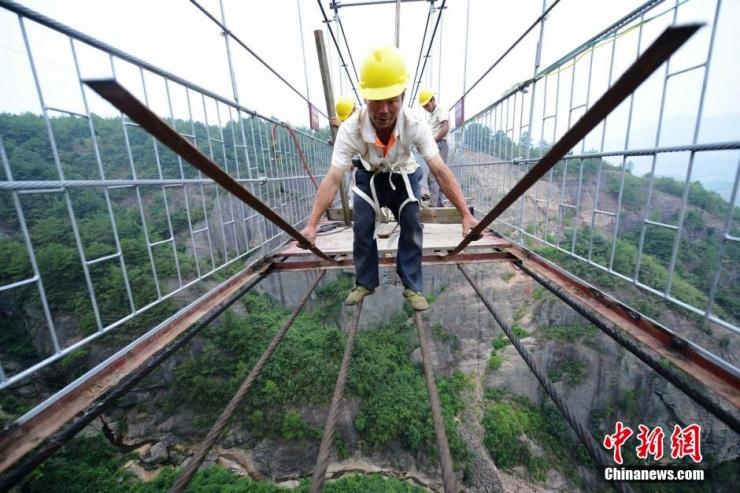 硝子の吊り橋