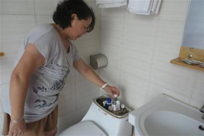 小媳妇把马桶水箱里放了一个矿泉水瓶 奇迹发生了! - 雷石梦 - 雷石梦