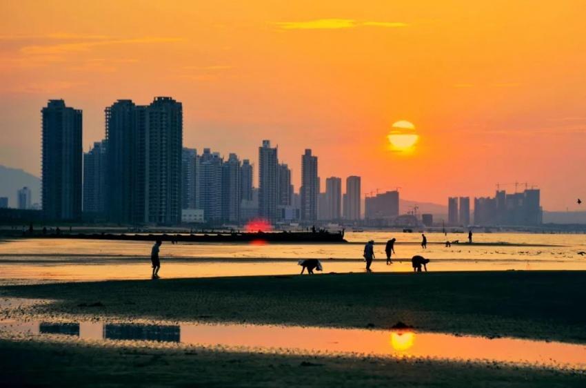 烟台金沙滩(图片来源:东方ic)