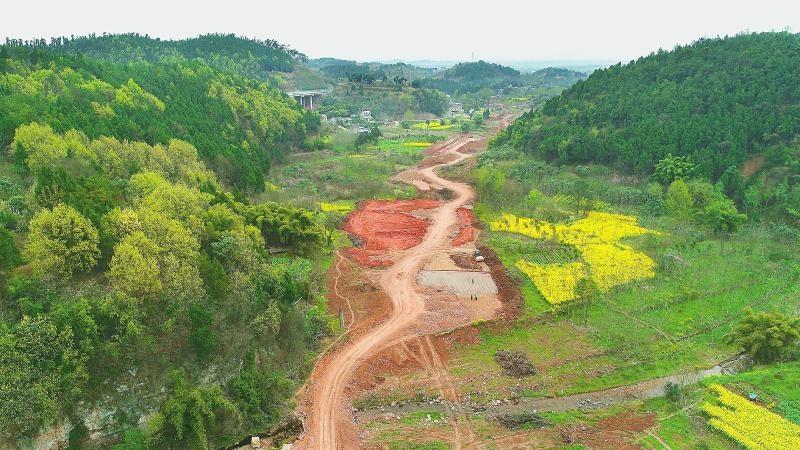 3月13日,中建一局成都龙泉山城市森林公园旅游环线七标段空港新城段